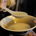 台北-寧夏夜市-圓環邊蚵仔煎+蚵仔湯+米糕+赤肉蒸餃+赤肉蛋包飯+赤肉咖哩+燒麻糬 (27)