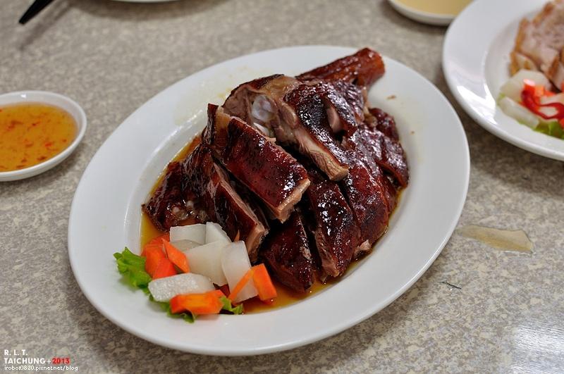 台中-東興路-燒鵝之家-最好吃的燒鵝-脆皮豬-金莎黃金豆腐-鵝油飯 (2)