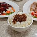 台中-東興路-燒鵝之家-最好吃的燒鵝-脆皮豬-金莎黃金豆腐-鵝油飯 (4)
