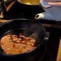 台北-乾杯黑毛屋-澳洲和牛鍋物-六白黑毛豬-黑羽土雞-水炊鍋-涮涮鍋-壽喜燒 (12).JPG