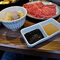 台北-乾杯黑毛屋-澳洲和牛鍋物-六白黑毛豬-黑羽土雞-水炊鍋-涮涮鍋-壽喜燒 (30).JPG