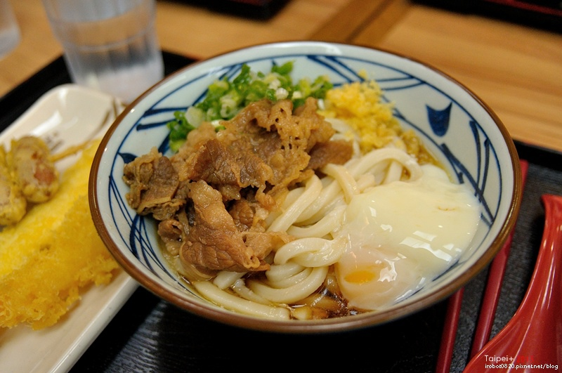 台北-日本丸龜製麵-烏龍麵-牛肉冷釜-明太子飯團 (3).JPG
