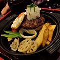 JOH Dining Kitchen-台北-忠孝復興-頂好商圈-大安路-炸和牛肉餅-日本米-烤雞肉串-青唐味增-漢堡排 (7).JPG