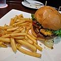 高雄-FRIDAY美式餐廳-星期五-起司漢堡-豬肋排 (4).JPG