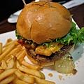 高雄-FRIDAY美式餐廳-星期五-起司漢堡-豬肋排 (5).JPG