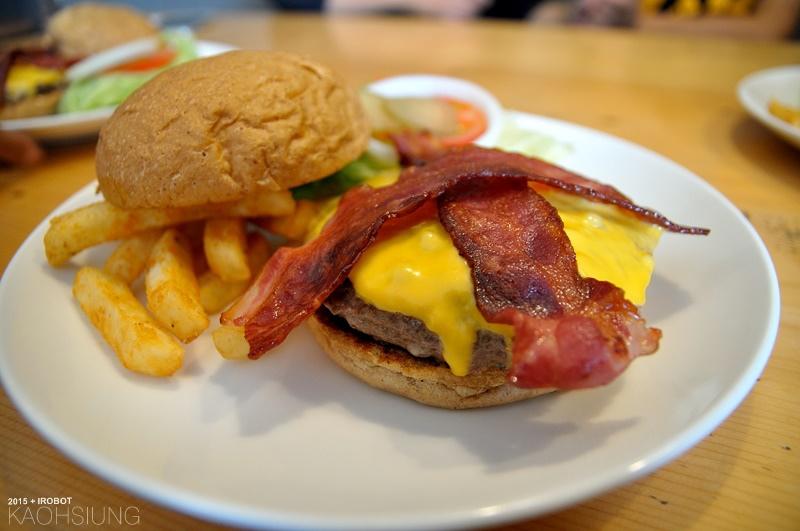 高雄-The way 菋-漢堡早午餐蛋捲-培根起司牛肉漢堡 (7).JPG
