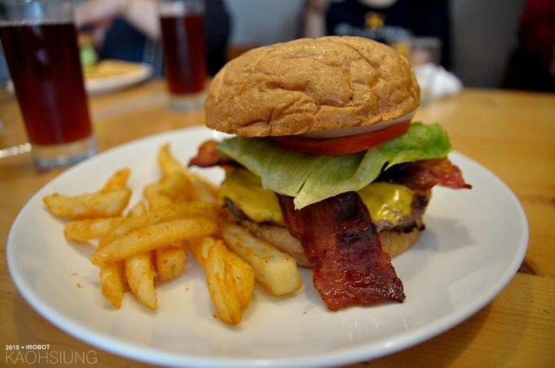 高雄-The way 菋-漢堡早午餐蛋捲-培根起司牛肉漢堡 (8).JPG