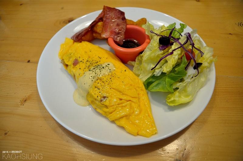高雄-The way 菋-漢堡早午餐蛋捲-培根起司牛肉漢堡 (11).JPG