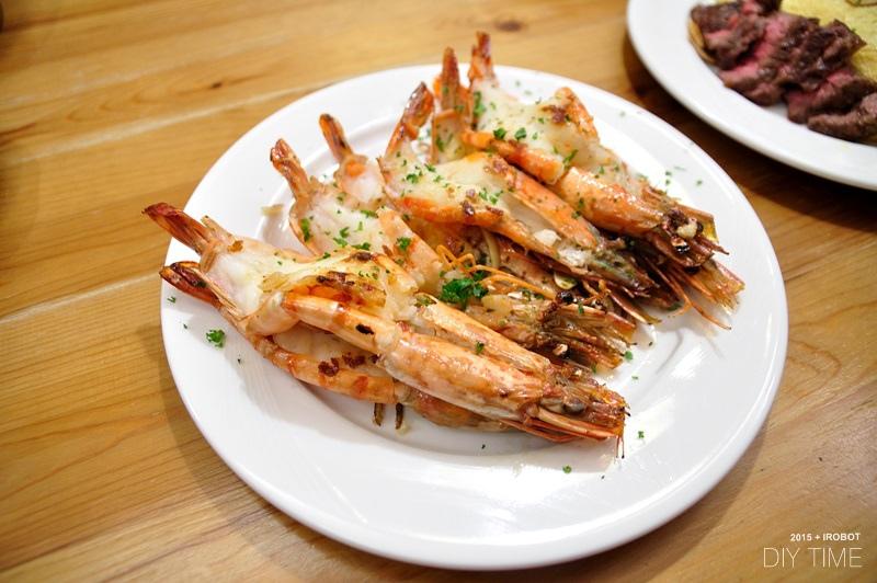 牛排蛋包飯+蒜香乾煎蝦 (2).JPG