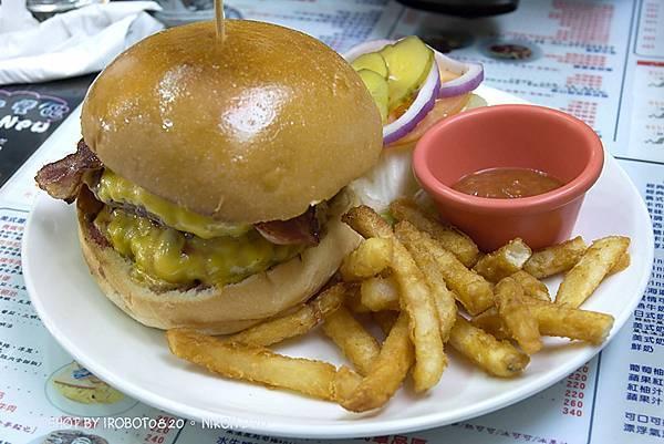 台中精誠,3mins美式漢堡餐廳。雙層起士牛肉,班尼迪克蛋,英式馬馬芬,荷蘭醬_12.jpg