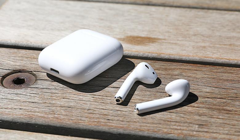 Apple AirPods 真無線藍牙耳機採用W1晶片,連線快速、通話清晰