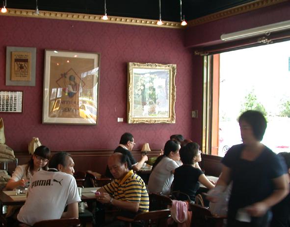 摩威咖啡館_客滿的摩威.JPG