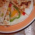 王朝餐廳_特寫墨西哥雞肉餅.jpg
