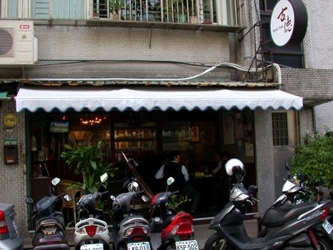 古德咖啡-店門口-2.jpg