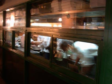 義麵坊-忙碌的廚師.jpg