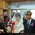 新娘的表情很複雜
