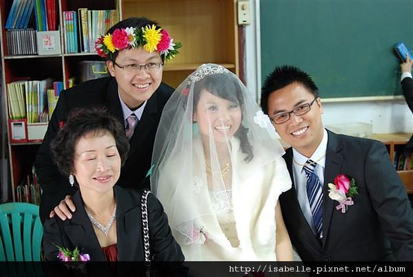這是一個女性很容易瞇眼的家族:P