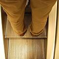 好窄的手扶梯啊