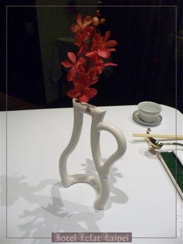 連桌上花瓶擺飾都很優~