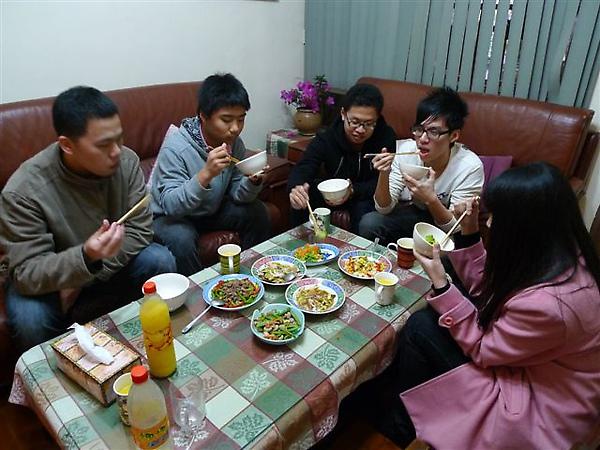 20100213 年夜飯大圍爐 (13).JPG
