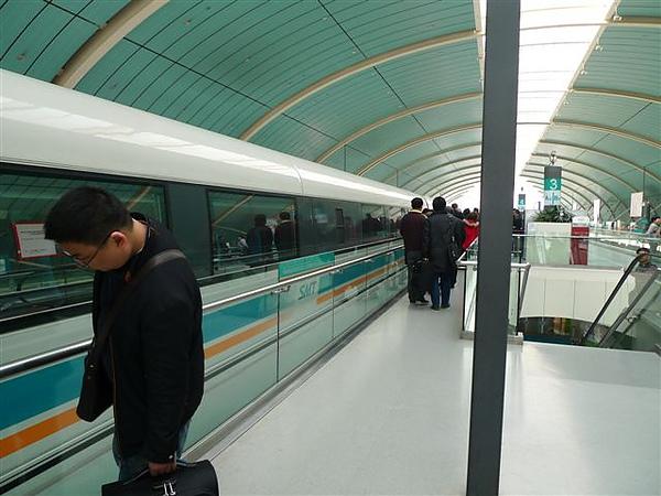 20100311上海快鐵到機場.JPG