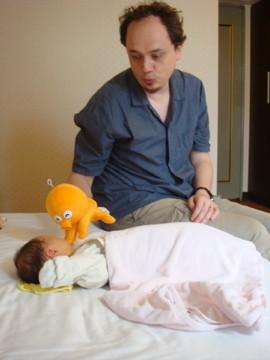 章魚 - 自以為幽默的爸爸買了一支章魚跟我玩,不過他自己玩得比較開心