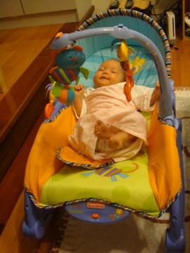 搖搖椅 - 拔拔新買的搖搖椅,我坐在上面剛剛好