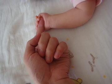 大手牽小手 - 孩子,妳緊握的手會守護著妳長大