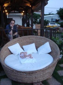 淺水灣咖啡廳 - 我們去一家有很大躺椅的餐廳,有看到我嗎?