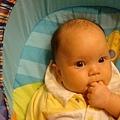 吃手招式二: 可以一邊吃手手,一邊吹口哨