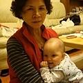 阿媽特地來台北照顧我,我跟阿媽撒嬌