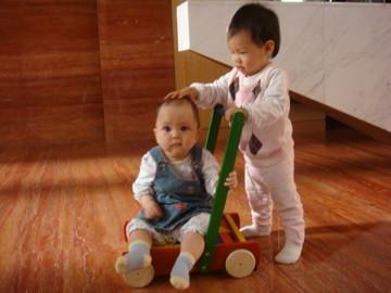 Erica姐姐 大我四個月,她把我當成小妹妹