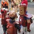 小小鋼鐵人正在討論怎麼對付壞的鋼鐵人
