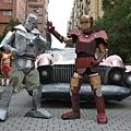 好的鋼鐵人和壞的鋼鐵人正在大戰