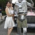 沒錯,這個銀色鋼鐵人就是拔拔