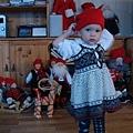 聖誕娃娃偽裝秀開始