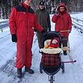 外面明明就是零下十度以下, 挪威奶奶還是說要出去散步...