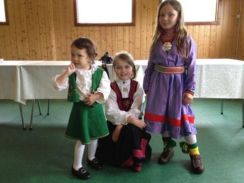 不同的挪威傳統服裝
