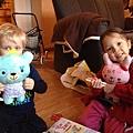 帶給小表弟的生日禮物 - 一隻可畫可洗的小藍熊,我的是小粉紅兔,叫做Ruby