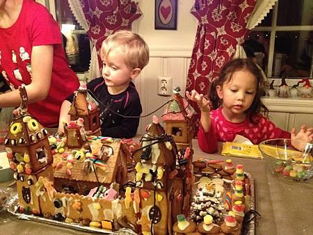 貪心的小孩總會讓薑餅城堡滿滿滿