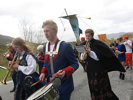 穿著挪威傳統服飾的喇叭手