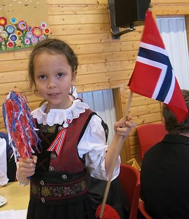 2014/5/17 是挪威200歲的生日,下個月16號就是我5歲的生日。