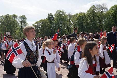 在挪威首都Oslo慶祝國慶日的盛況 (照片來源 - 一位從台灣嫁來挪威的美麗人妻)