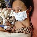 早產兒護理中很重要的袋鼠護理,小熊王子和麻麻肌膚對肌膚,心連心的方式增加安全感
