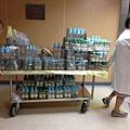 送進新生身加護病房的奶瓶車