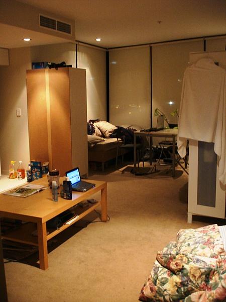 客廳 2 (旁邊棉被不會有人睡,別緊張)