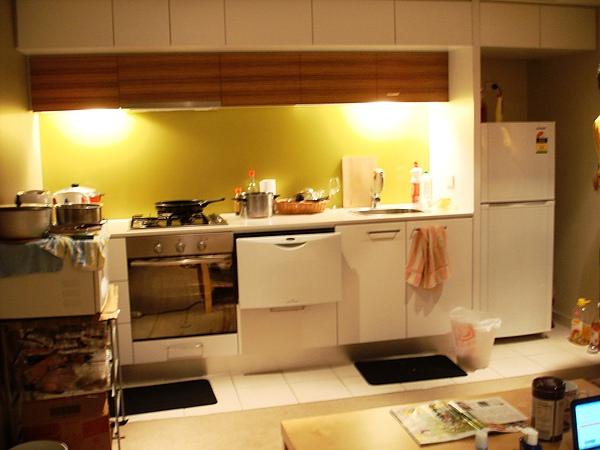 廚房(所有電器都包括了,鍋碗瓢盆都有嚕)