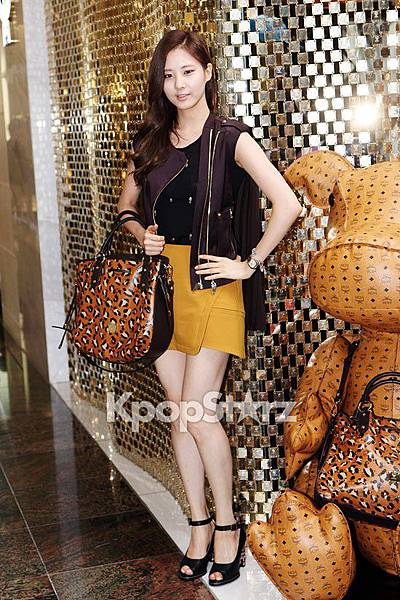 21548-snsd-seohyun-flaunts-her-flawless-beauty-at-mcm-renewal-open-event-7ph