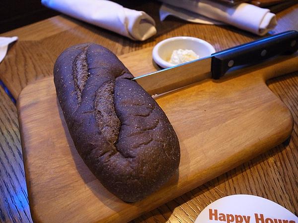 澳美客的美食 (3)黑糖麵包無限吃.jpg
