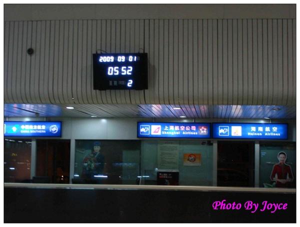 090831昆大麗D2昆明機場飛麗江 (2).JPG